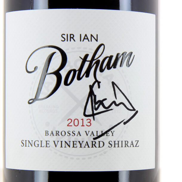 Sir Ian 2013 Shiraz close up of the signed bottle